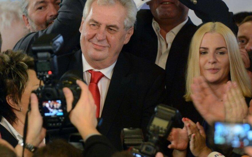 Čekijos prezidento rinkimus laimėjęs Milošas Zemanas ir jo šalininkai