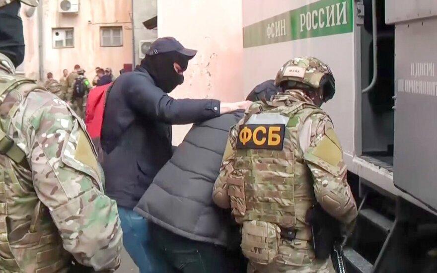 FSB nusitaikė į Krymo totorius: surengtos 25 kratos, skelbia apie 20 sulaikytų asmenų