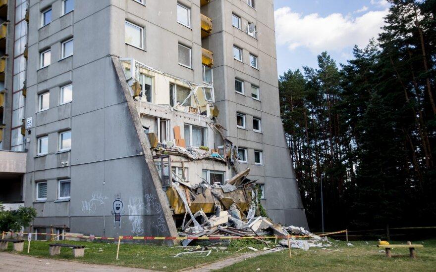 В Вильнюсе выясняют причину обвала балкона: в городе может быть около 2000 таких балконов
