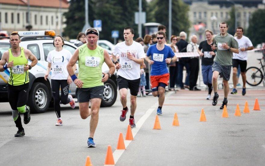 """Bėgimas """"10 kilometrų buvimo ES 10-mečiui"""" paminėti"""