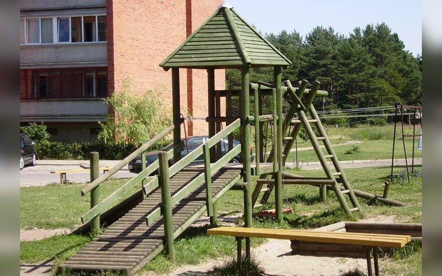 Выяснили, где больше всего не хватает детских площадок