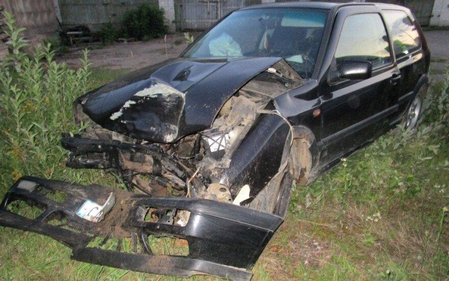 Автомобиль пьяного водителя врезался в дерево, пострадала пассажирка