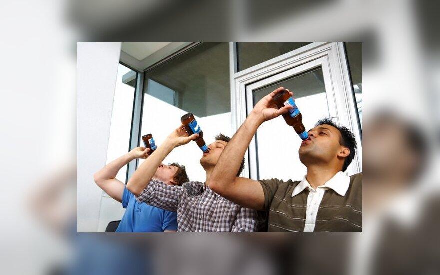 Алкоголь льется рекой, несмотря на запрет