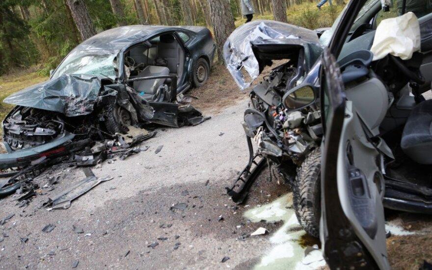 После аварии в Вильнюсе от автомобилей осталась груда металла