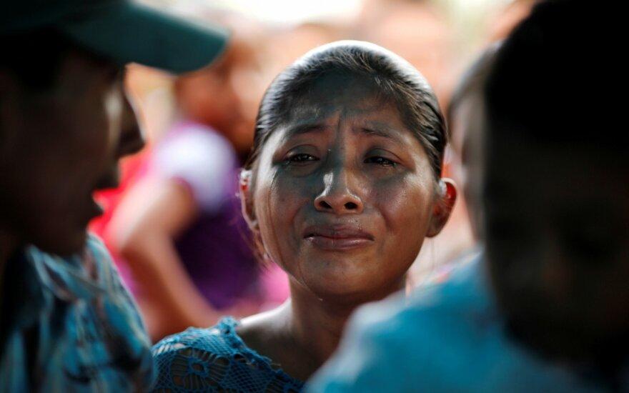 Gvatemala ragina JAV reikiamai ištirti vaiko žūties migrantų centre aplinkybes
