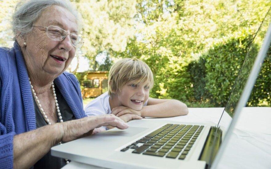 79-летняя женщина стала заложницей электронной системы: сын обвиняет государственные учреждения