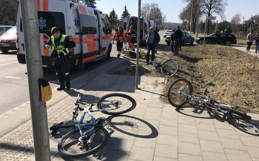 В Каунасе мотоциклист сбил троих велосипедистов