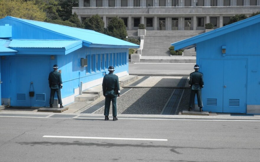 Siena su Š.Korėja demilitarizuotoje zonoje - bendro saugumo zona (I.Zimaičio nuotr.)