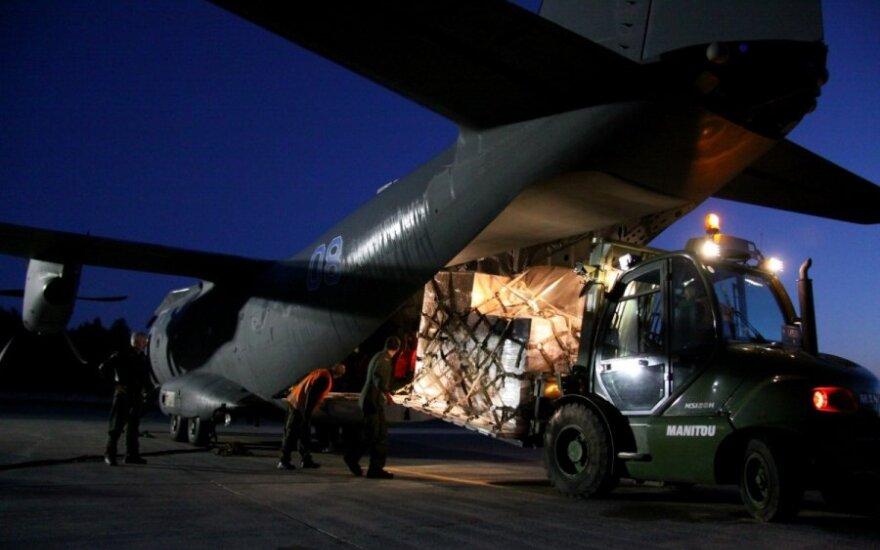 Išskraidinta parama į Ukrainą. A. Gedrimo nuotr.