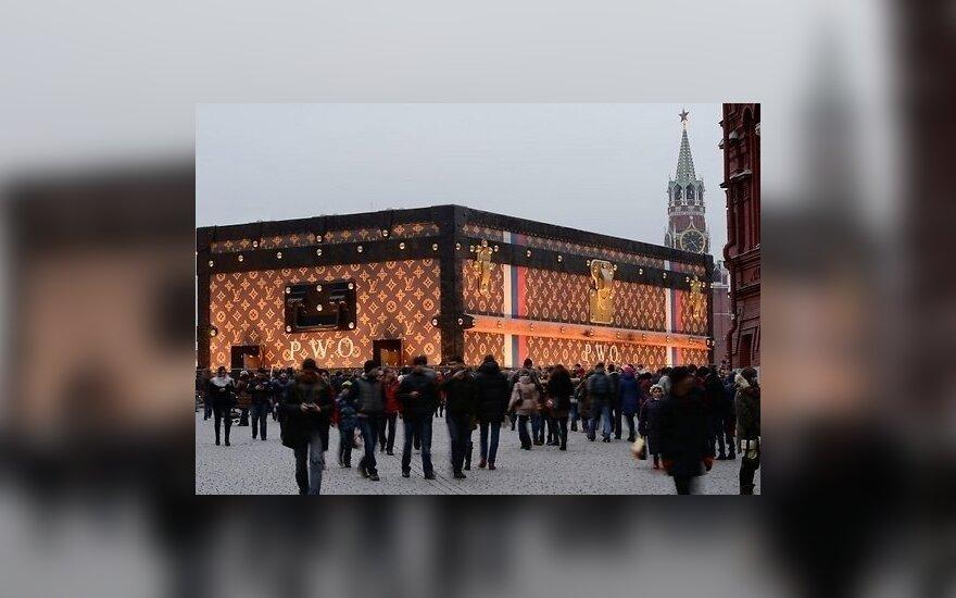 С Красной площади все же уберут чемодан Louis Vuitton