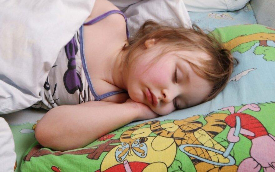 vaikas, mergaitė, miegas,vaikų darželis, liga