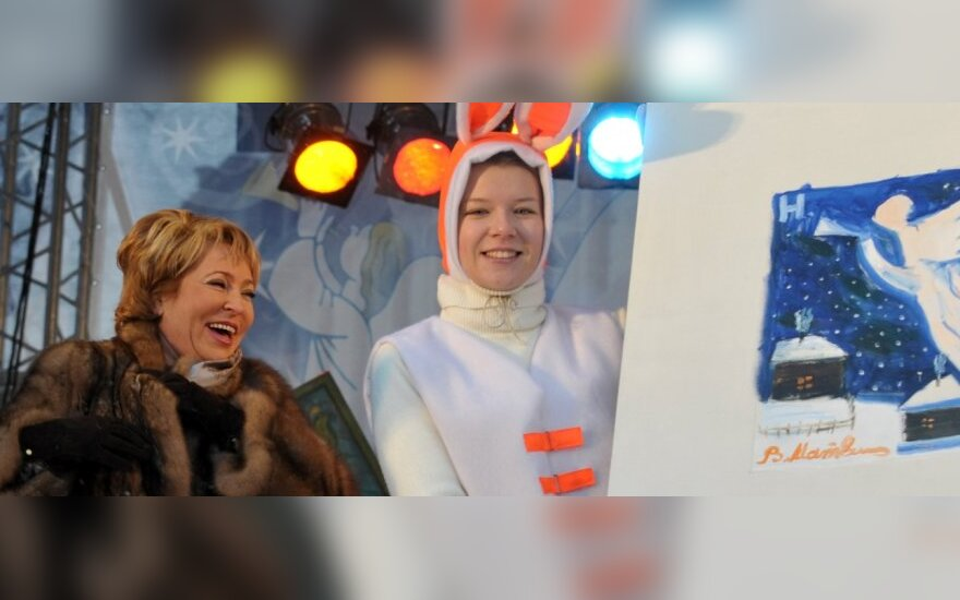 Valentina Matvijenko prie anksčiau piešto savo paveikslo