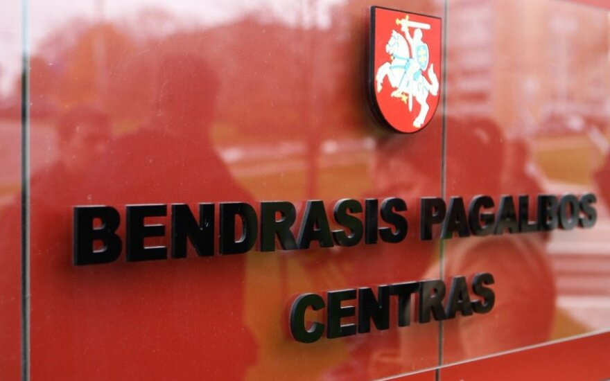 Гололед в Вильнюсе: BMW врезался в столб пешеходного перехода