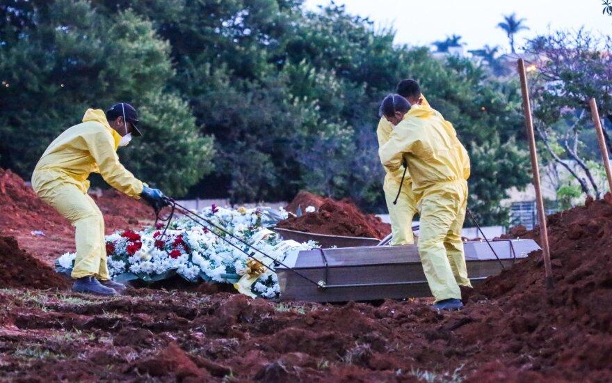 Пандемия в Латинской Америке: карантин в трущобах и картонные гробы