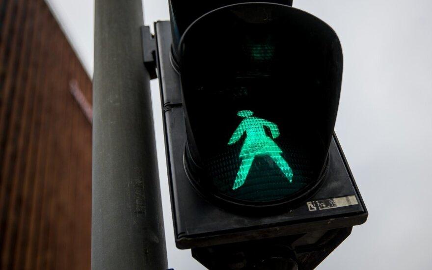 Литва отмечает столетие права женщин голосовать: включили светофоры с женским силуэтом