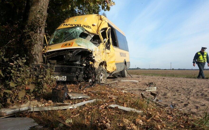 Школьный автобус столкнулся с грузовиком, есть пострадавшие