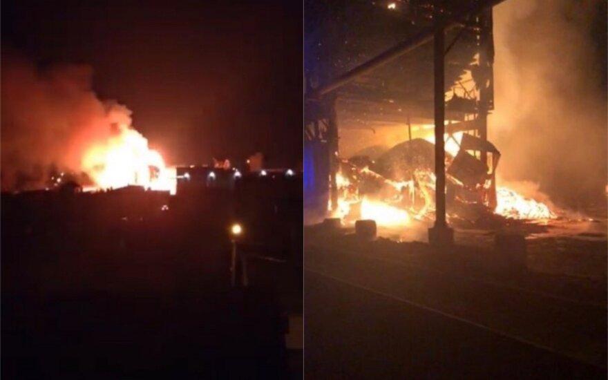 В ночь на понедельник в Паневежисе горело деревообрабатывающее предприятие