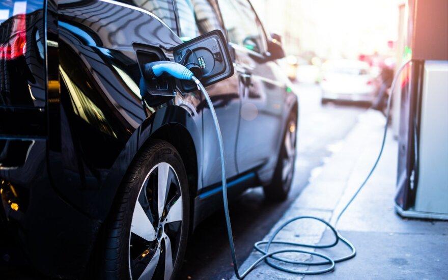 Литовские потребители интересуются электромобилями: в ближайшие 10 лет их планирует покупать каждый второй