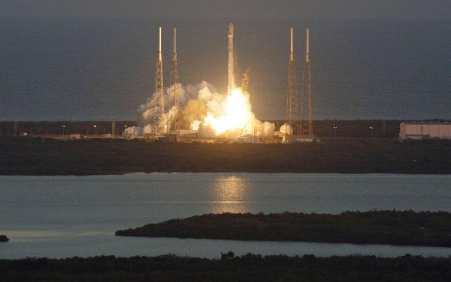 """""""Falcon 9"""" raketa kelia palydovą DSCOVR"""