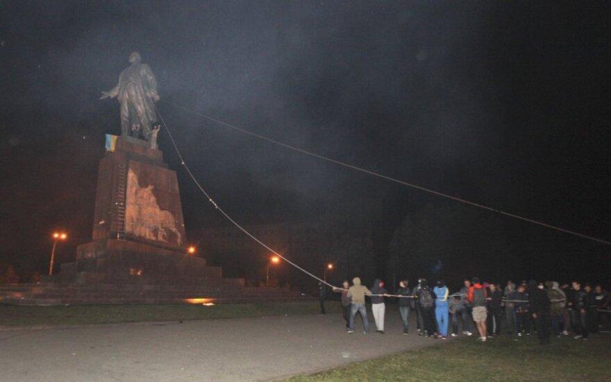 Мэр Харькова и коммунисты обещают восстановить памятник Ленину