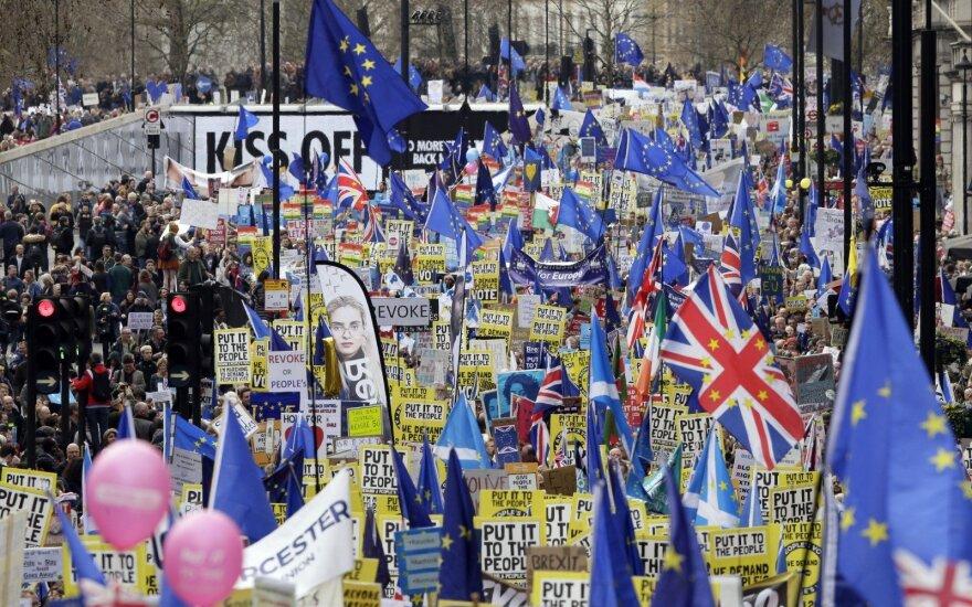 """""""Брексит"""": Терезе Мэй предлагают уйти в отставку"""