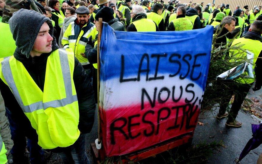 """Maždaug 70 žmonių šeštadienį buvo suimta Belgijos sostinėje Briuselyje per protestą, pamėgdžiojantį """"geltonųjų liemenių"""" demonstracijas kaimyninėje Prancūzijoje, pranešė vietos policija.Briuselio rajonas, kur yra įsikūrusios Europos Sąjungos institucijos,"""