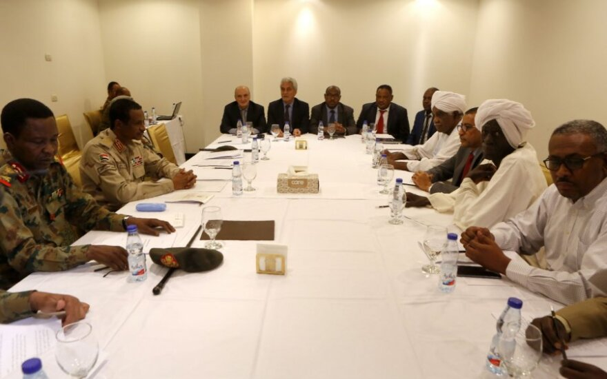 Sudano protestuotojai ir generolai atnaujino derybas dėl civilinio valdymo