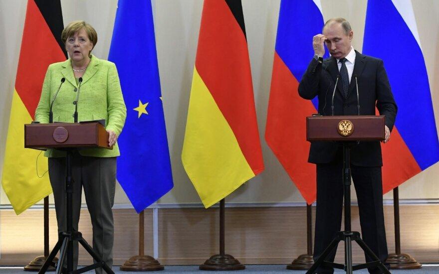 Меркель попросила Путина защитить геев в Чечне