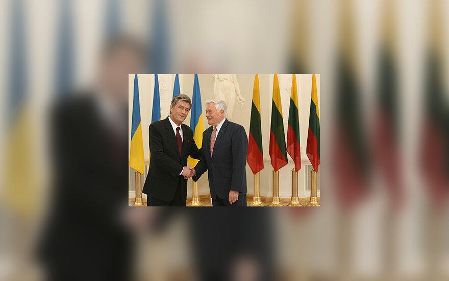 Viktoras Juščenka, Valdas Adamkus