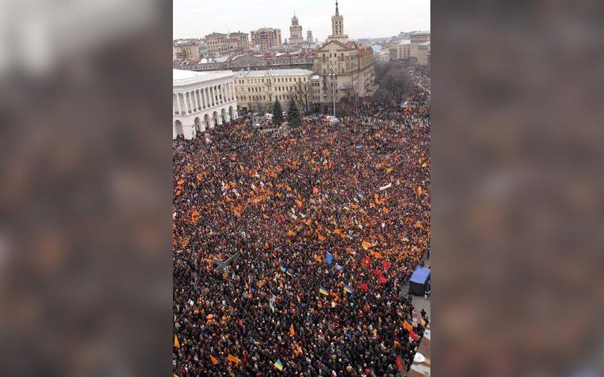 Kijevo centre - minios žmonių, Ukraina po rinkimų