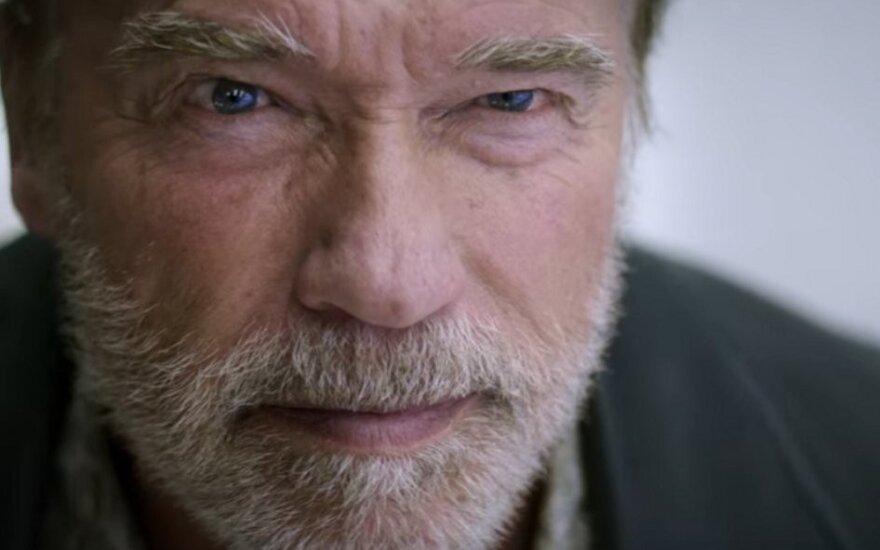 "Arnoldas Schwarzeneggeris, kadras iš filmo ""Pasekmė"""