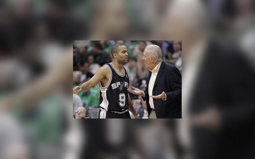 """10 metimų prametęs Tony Parkeris gauna """"velnių"""" iš """"Spurs"""" trenerio Greggo Popovichiaus"""