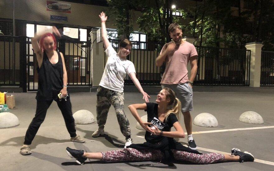 Участников Pussy Riot во второй раз отпустили из полиции