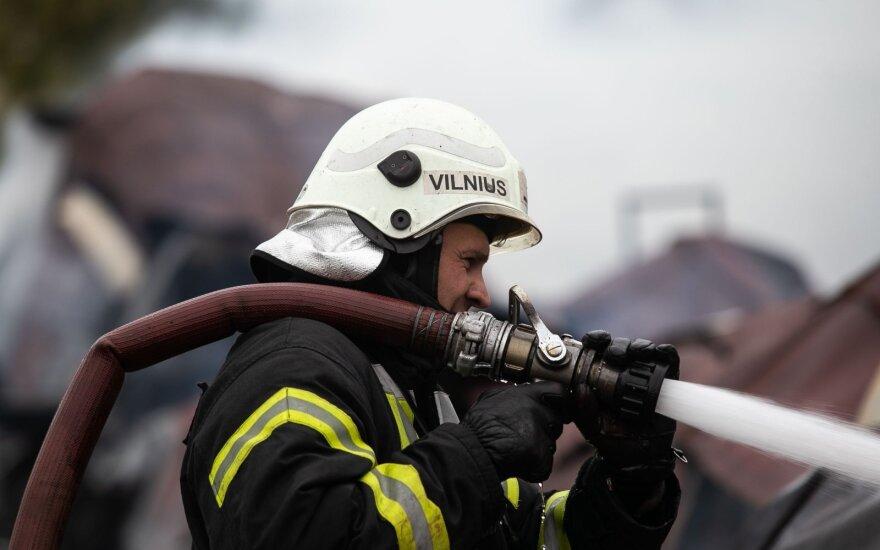На свалке в Шяуляйском районе начался большой пожар