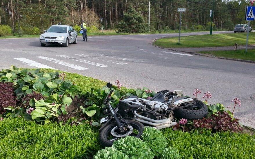 В Шакяйском районе мотоциклист в аварии лишился ноги