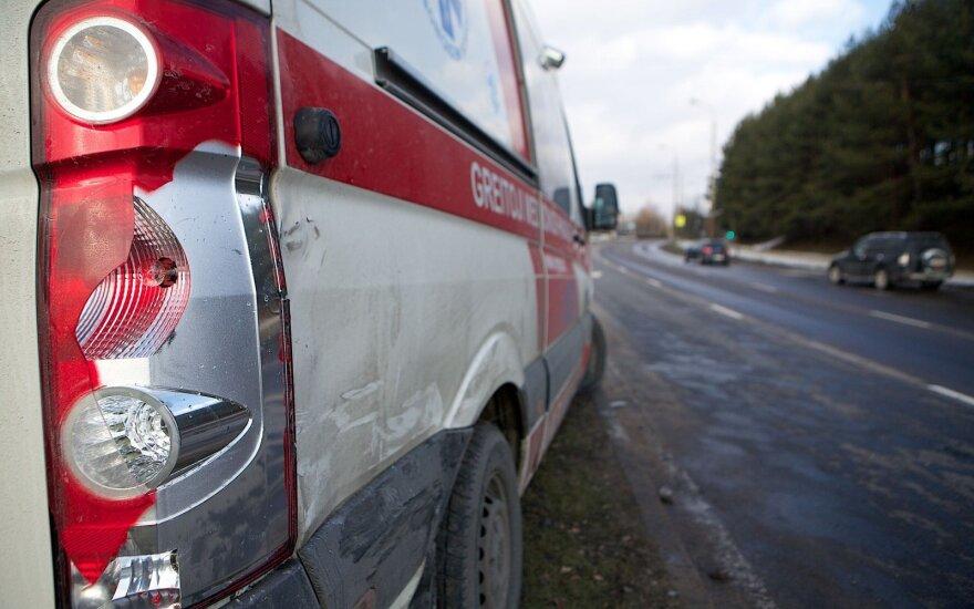 Toyota врезалась в VW Passat: водитель переключал радио