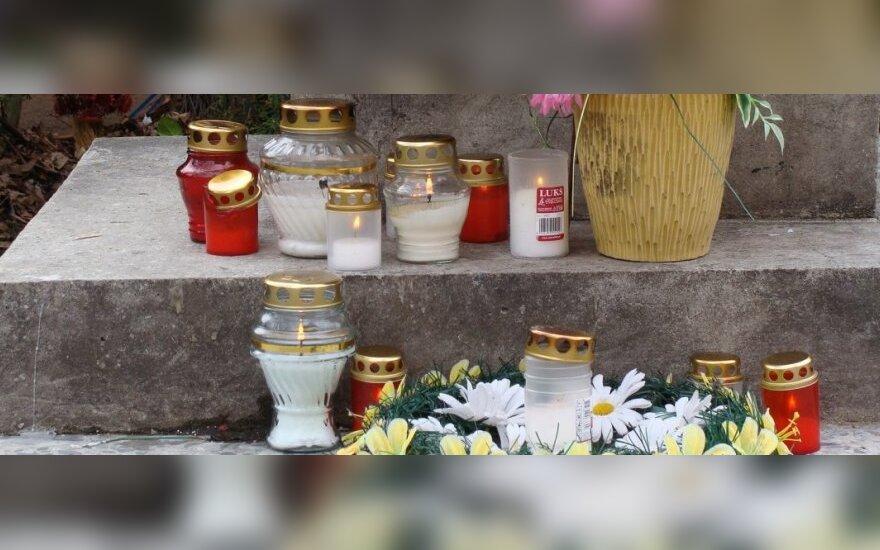 Złożenie kwiatów przy kościele św. Rafała