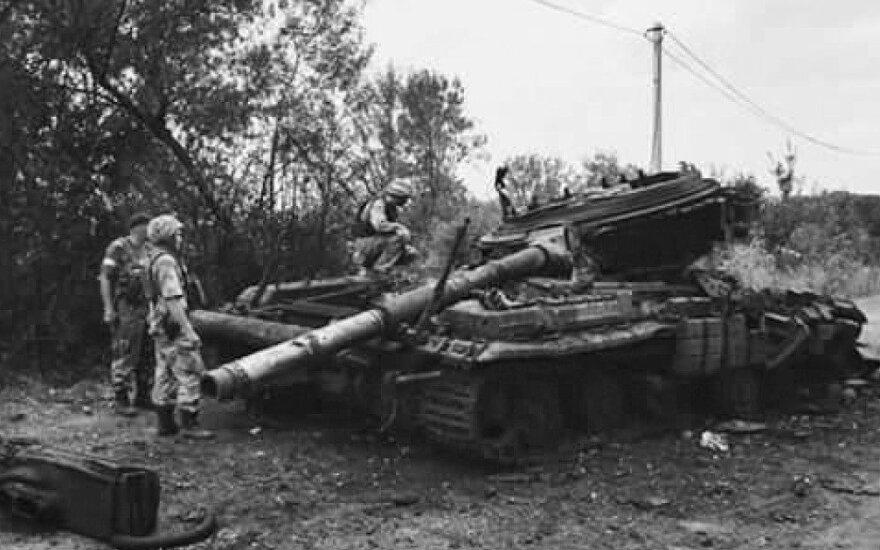 Kelyje iš Mnohopiljės į Ilovaiską pamuštas Rusijos kariuomenės tankas.