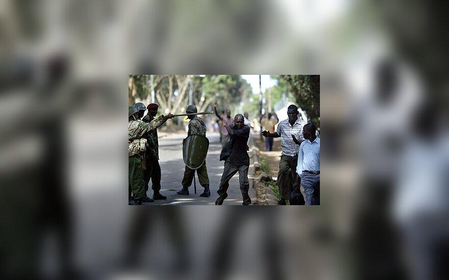 Policininkai Kenijoje tramdo protestuotojus