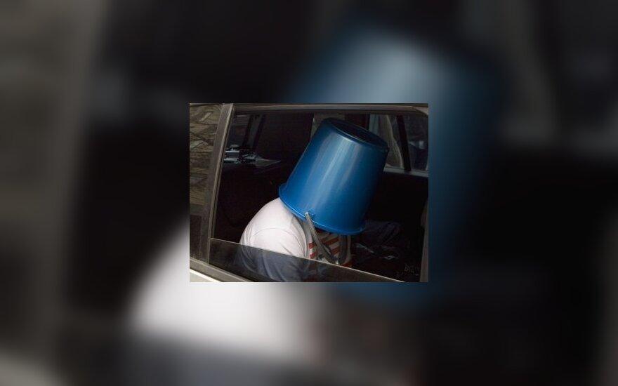 """Участник одной из акций """"синих ведерок"""". Архивное фото Александра Котомина, Лента.Ру"""