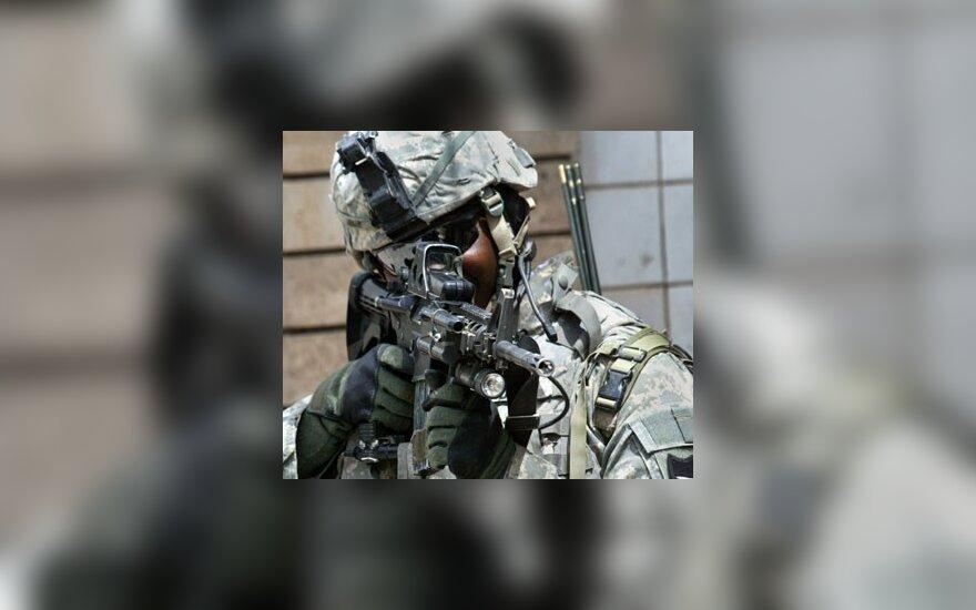 JAV kareivis kovinėje parengtyje Bagdade (Irakas).