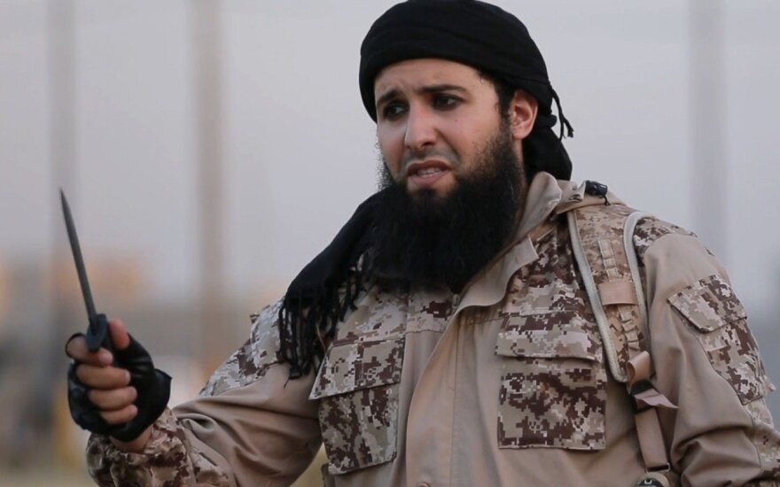 """Террористы ИГ распространили видео казни """"российского полковника"""" в Сирии"""