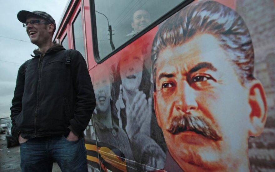 Autobusas su J.Stalino atvaizdu