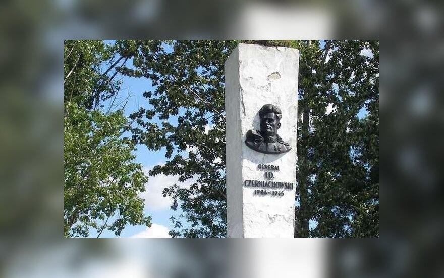 Pomnik Czerniachowskiemu w Pieniężnie. Foto: pieniezno.wm.pl