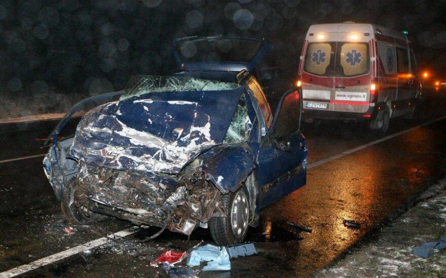 На окраине Вильнюса – лобовое столкновение, трое пострадавших
