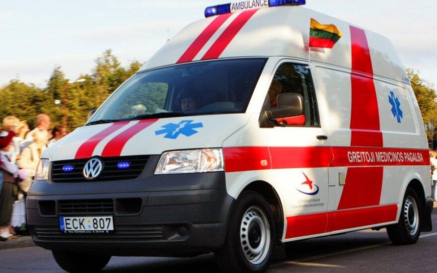 На дороге Алитус-Симнас-Калвария перевернулся автобус, пострадали женщины и дети