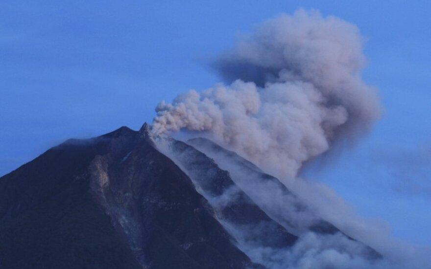 В Индонезии повышен уровень опасности вулкана Анак-Кракатау