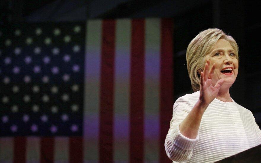 Клинтон обещала относиться к кибератакам как к любым другим нападениям