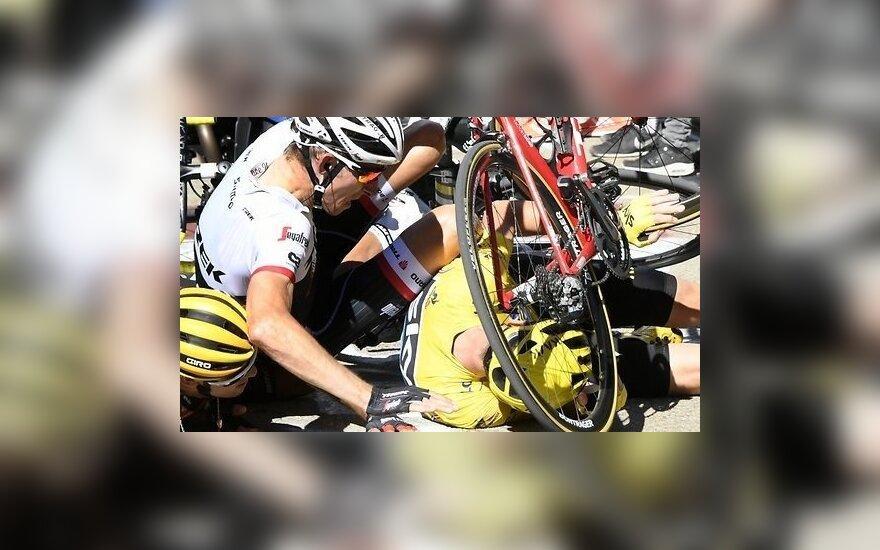 """Из-за столкновения лидеров """"Тур де Франс"""" с мотоциклом пересмотрены итоги 12-го этапа"""