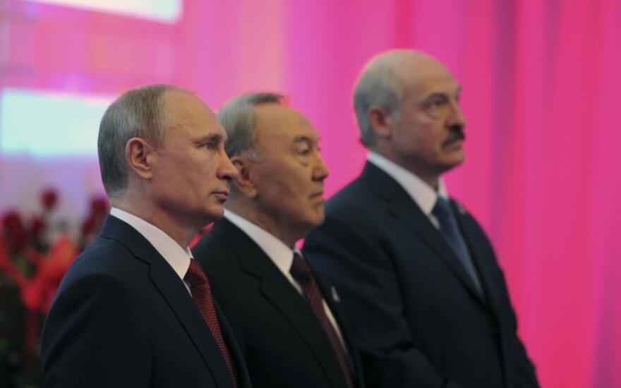 Эксперт: Таможенный союз помогает Беларуси и Казахстану зарабатывать на контрабанде